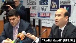 Tojikistonlik Olimpiya chempioni Dilshod Nazarov (chapda)