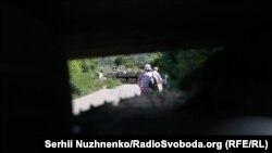 Погляд крізь амбразуру біля КПВВ у Станиці Луганській