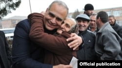 Armenia - Opposition presidential candidate Raffi Hovannisian is hugged by a supporter during a campaign trip to Ararat region, 29Jan2013.