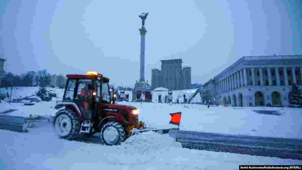 За останню добу з Києва вивезли 350 тонн снігу