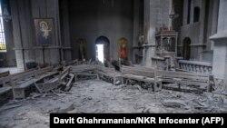 Собор Святого Христа Всеспасителя (Газанчецоц) в Шуши после ракетного обстрела, 8 октября 2020 г..