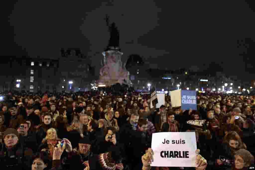Акция памяти погибших в результате нападения на редакциюCharlie Hebdo. Париж, 7 января 2015 года
