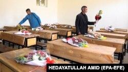 اعضای شورای علمای شیعۀ افغانستان با اشاره به حملۀ اخیر در غرب کابل بر مکتب سیدالشهدا میگویند که قربانیان آن مربوط به یک قوم خاص بودند.