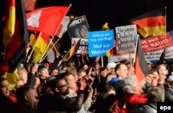 """""""Альтернатива для Германии"""" проводит митинг против немецкой миграционной политики. Осень 2015 года"""