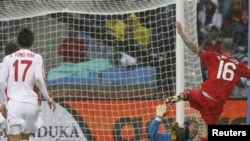 Один из 7 мячей, забитых Португалией в ворота КНДР