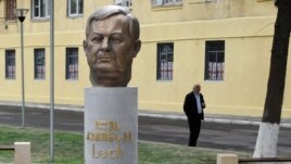 The new monument to former Polish President Lech Kaczynski in Tbilisi