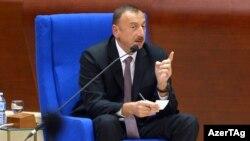 Президент Азербайджана Ильхам Алиев подписал закон, который облегчает правительству закрытие средств массовой информации, особенно имеющих иностранное финансирование