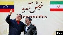 Президент Венесуэлы Уго Чавес и президент Ирана Махмуд Ахмадинежад. Тегеран, 19 октября 2010