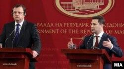 Премиерите на Чешка и на Македонија Петр Нечас и Никола Груевски на прес-конференција во Скопје.