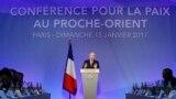 Pariž. Fransiýanyň daşary işler ministri Jean-Marc Ayrault parahatçylyk maslahatyny açýar.