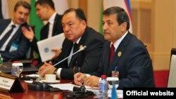 Рашид Кадыров (первый справа)