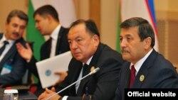 Бывший генеральный прокурор Узбекистана Рашид Кадыров (крайний справа).