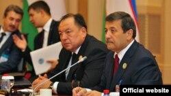 Өзбекстанның бұрынғы бас прокуроры Рашид Қадыров (оң жағынан бірінші)
