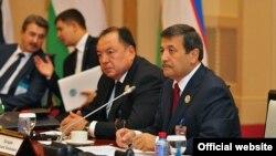 Экс-генпрокурор Узбекистана Рашид Кадыров (первый справа).