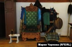 Кресло в приемной Артура Цыбикова