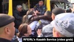 Задержания в казахстанской столице. Нур-Султан, 21 сентября 2019 года.