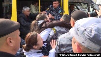 На митинги в субботу вышли в восьми городах Казахстана
