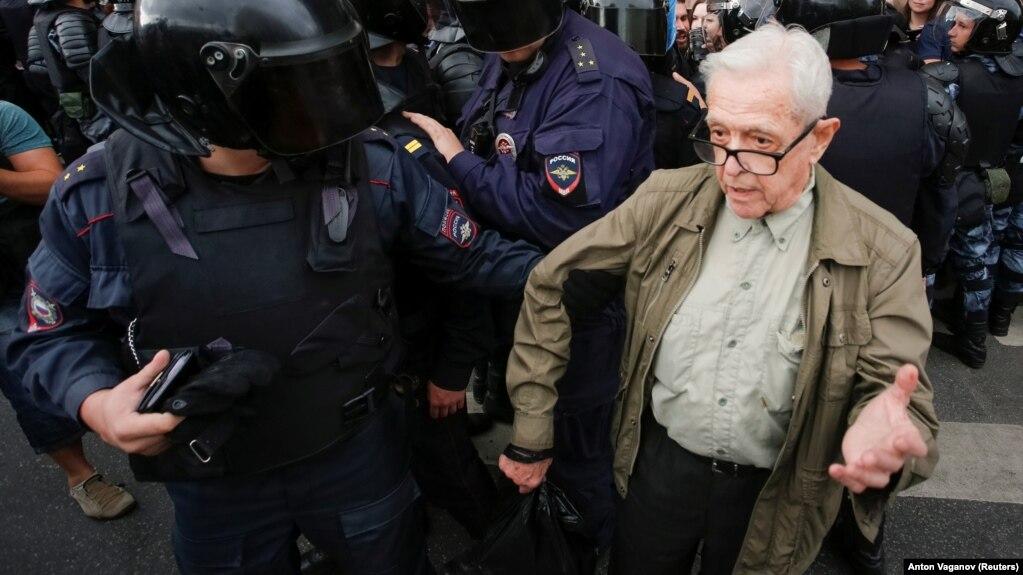 Юрий Стерник на акции 9 сентября 2018 года