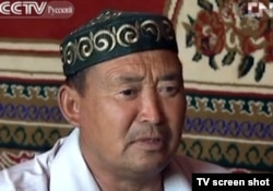 Нурлан Айткурман, житель СУАР (Китай), переехавший по программе перехода к оседлому образу жизни, сентябрь 2012 года.Скрин-шот с телеканала CNTV.