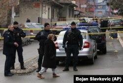Поруч з офісом партії Олівера Івановича, біля якого відбулася стрілянина, в Митровиці, що на півночі Косова, 16 січня 2018 року