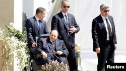 Абдельазіз Бутефліка після зазнаного інсульту в 2013 році рідко з'являється на публіці