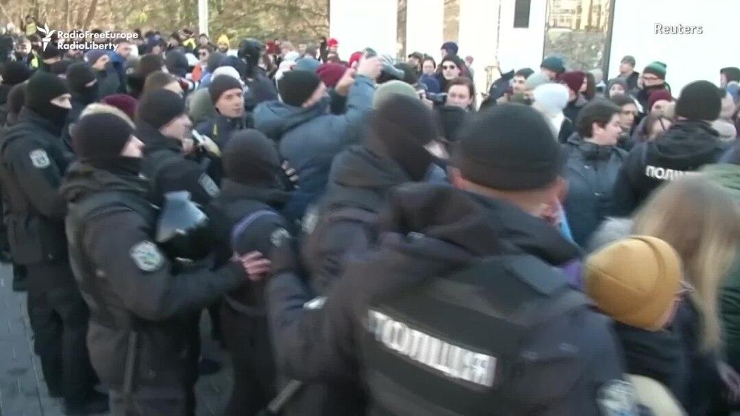 rferl.org - Reuters News Agency - Ukrainian Far-Right Radicals Attack LGBT Demonstrators