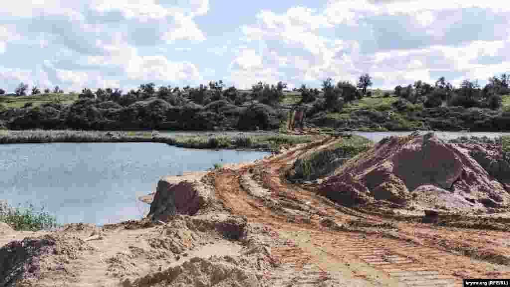 Сброс пульпы в хвостохранилище был прекращен в 1994 году вместе с работой «Камыш-Бурунского железорудного комбината». Однако сейчас ядовитые отходы используют для строительства Керченского моста и гражданского строительства