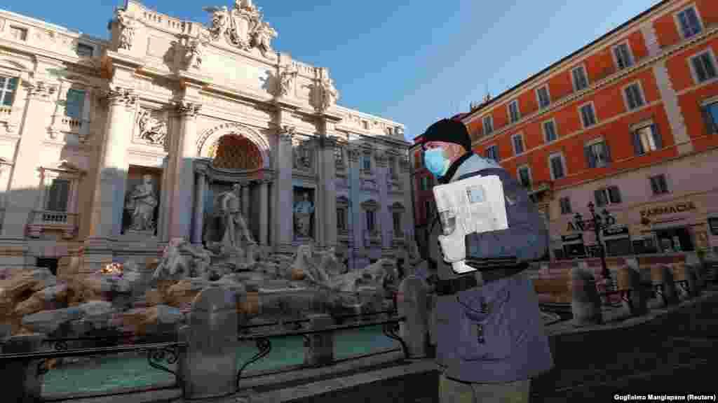 Известный фонтан «Треви» в Риме