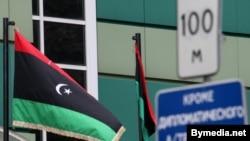 Сьцяг паўстанцаў над амбасадай Лібіі