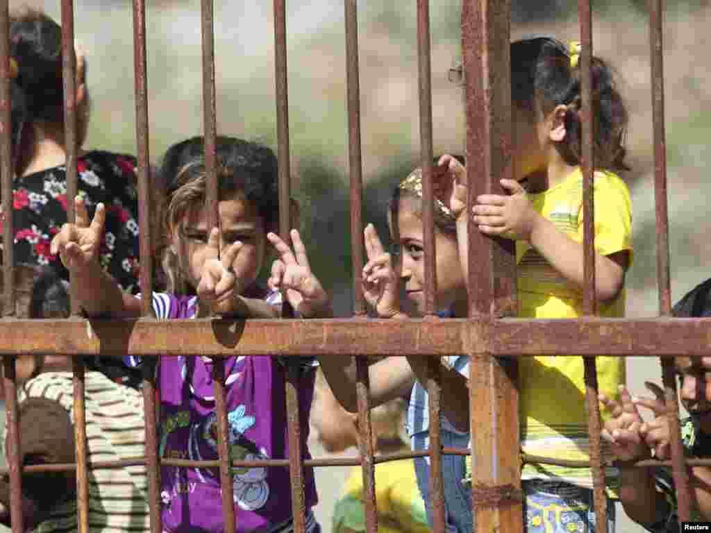 Turska - Izbjeglice iz Sirije u kampu kojeg su turske vlasti izgradile na granici, u gradu Yayladagi, provincija Hatay, 09.06.2011. Foto: Reuters / Osman Orsal