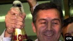 Мило Джуканович начал праздновать победу заранее