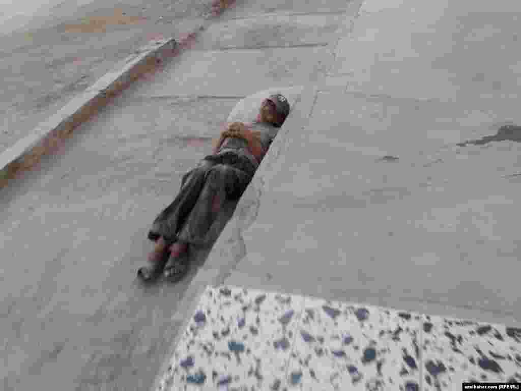 Бездомный. Туркменабад, ноябрь, 2020.