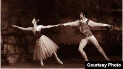 """Чолпонбек Базарбаев и Айсулуу Токомбаева в спектакле """"Жизель"""". 1980 г."""