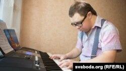 Штогод Мгер вучыць новы музычны твор