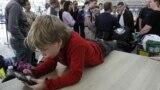 Podaci pokazuju da djeca u Crnoj Gori u prosjeku osam sati dnevno provode ispred nekog ekrana (ilustrativna fotografija)