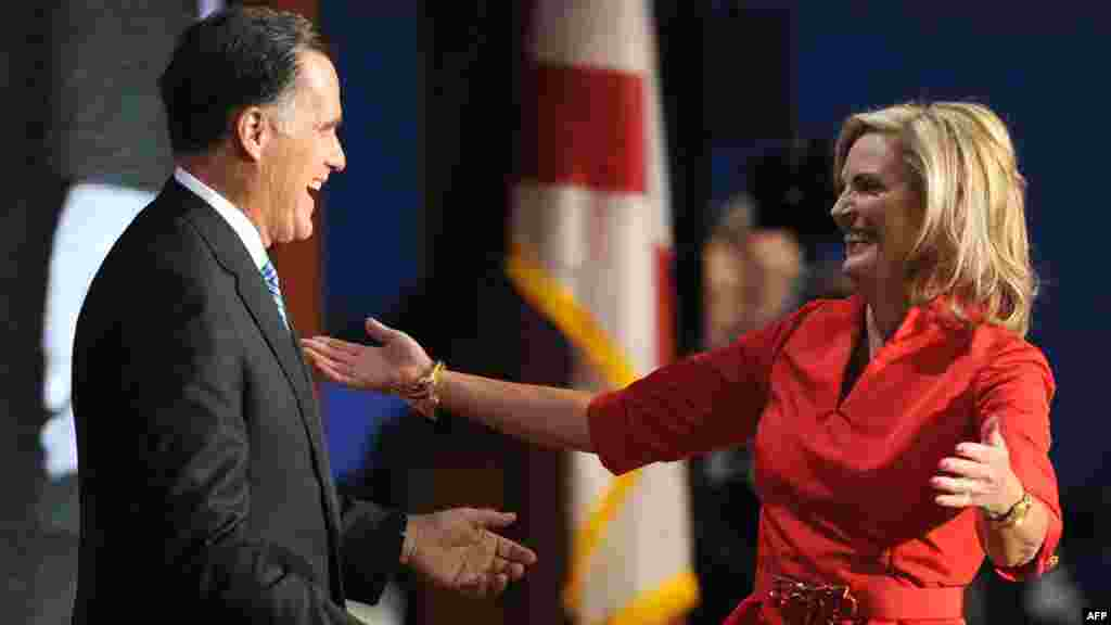 Митт Ромни готовится упасть в объятия своей супруги Энн.
