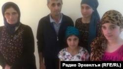 Семья Джалалдинова все еще остается в Кенхи