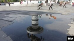 Плоштадот во Скопје после дожд