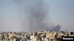 الدخان يتصاعد من احد احياء حلب