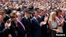 Мануэль Вальс среди участников памятной церемонии 18 июля