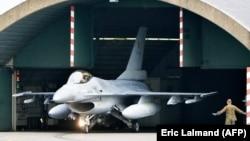Бельгийский F-16 на авиабазе во Флорене, 2014 год