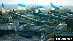Ukrayna hərbçiləri təlim zamanı, arxiv fotosu