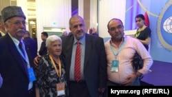Refat Çubarov (ortada)
