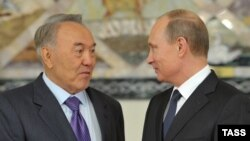 Kazakh President Nursultan Nazarbaev (left) and Russian counterpart Vladimir Putin were attending an annual interregional forum in Yekaterinburg.