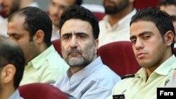مصطفی تاجزاده، معاون وزیر کشور دولت محمد خاتمی (در وسط)