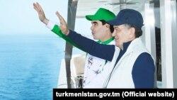 """Türkmen we özbek prezidentleri """"Awazada"""""""