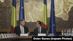 Premierul Ludovic Orban și președintele Klaus Iohannis la prima ședință a noului guvern