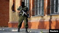 Проросійський бойовик у Краматорську, 18 травня 2014 року