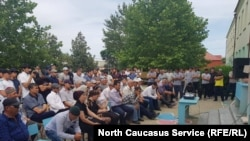 Сход жителей поселка Сулак Кировского района Махачкалы, 7 июня 2019 г