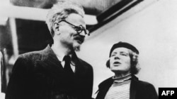 Лев Троцкий и Наталья Седова. Мексика. 1937 г.